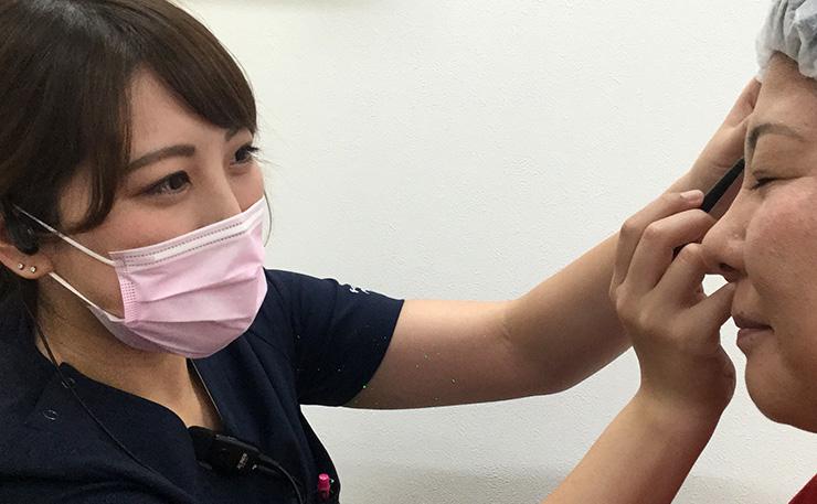 医療アートメイク資格取得の看護師が担当
